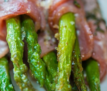 spoiltpig - Bacon recipe - Bacon wrapped in asparagus