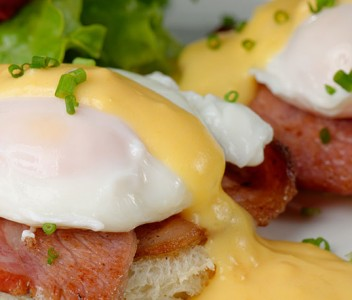 spoiltpig - Bacon recipe - Eggs benedict with bacon